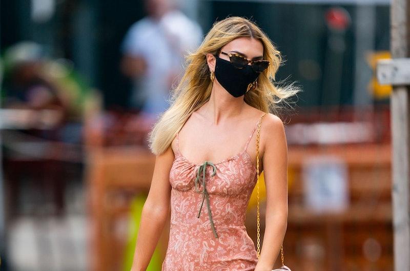 2020's quarantine hair trends include bleach blonde hair, which Emily Ratajkowski debuted