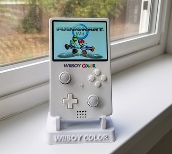 A photo of the WiiBoy Color running Mario Kart Wii.