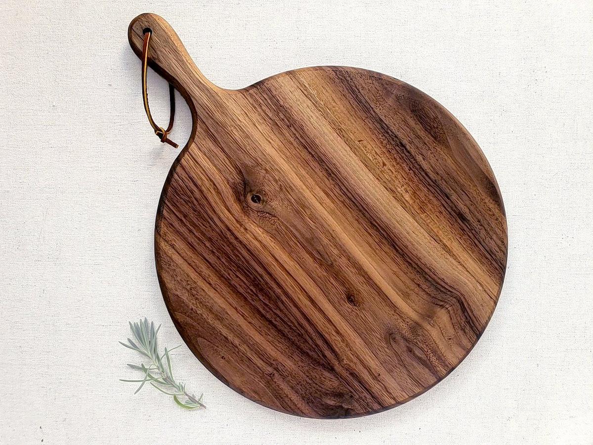 Charcuterie Board / Black Walnut / Circle Paddle Board
