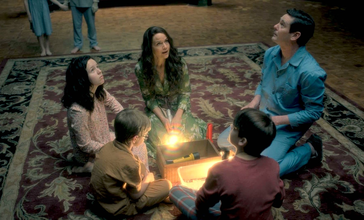 Behind-the-scenes facts about 'The Haunting of Hill House' reveal just how much detail went into the...