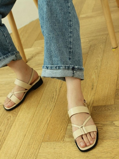 Twisted Strap Flat Sandals Beige