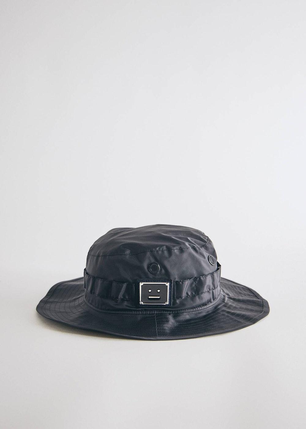 Brimm Plaque Face Hat in Black