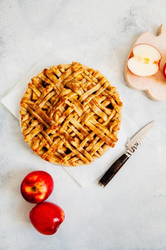 bacon apple cheddar pie