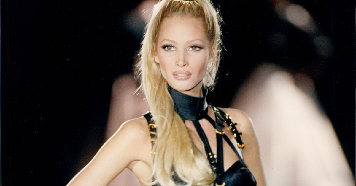 This Versace Runway Look From 1992 Is The Only Fall Beauty Inspo You Need
