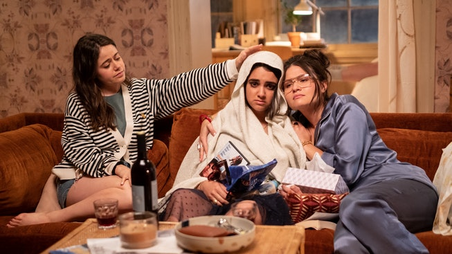 Amanda (Molly Gordon) and Nadine (Phillipa Soo) try to help Lucy (Geraldine Viswanathan, center) feel better in TriStar Pictures' THE BROKEN HEARTS GALLERY.