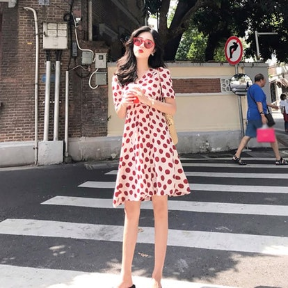 Wisremt Sweet Vacation Style Short-sleeved Women's Red Dress Fashion New V-neck Strawberry Print Dress