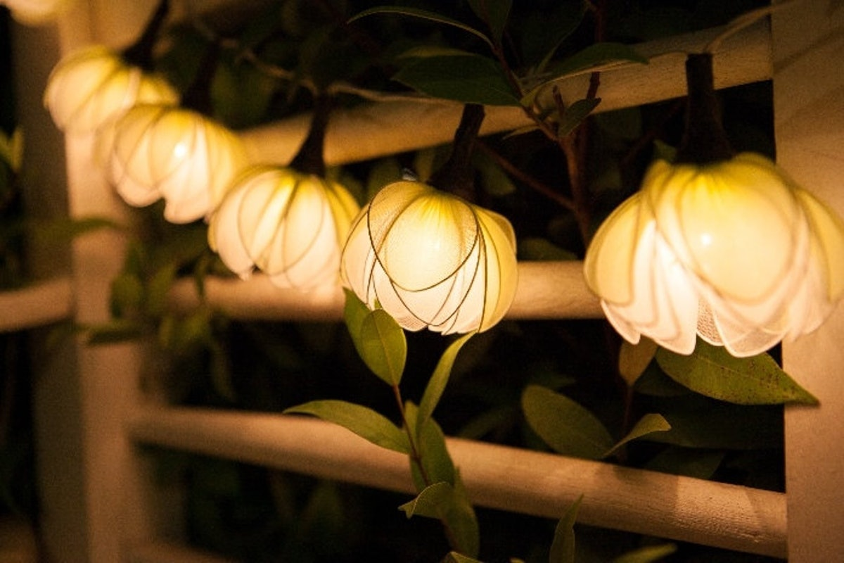 White Lotus with Leaf Fairy String Lights