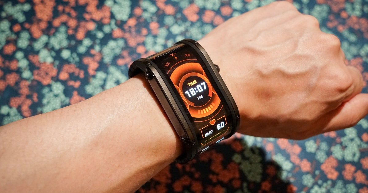Nubia Watch review: Perfect for cosplayers and nobody else