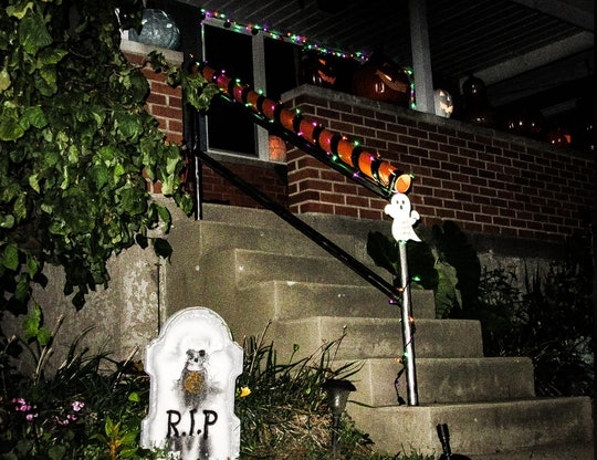 A dad's Halloween candy chute could solve COVID-19 era trick-or-treating concerns.