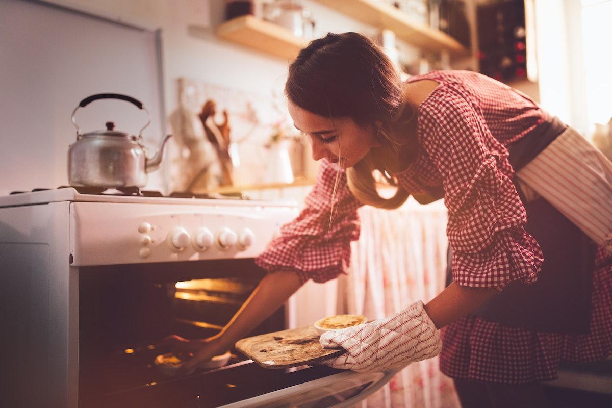 Young woman baking pumpkin pie