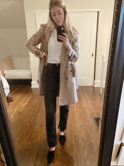 Style your gray jeans with a trench coat and mules for the weekend