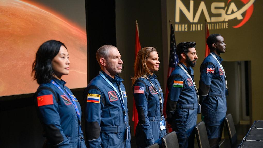 AWAY (L to R) VIVIAN WU as LU WANG, MARK IVANIR as MISHA POPOV, HILARY SWANK as EMMA GREEN, RAY PANTHAKI as RAM ARYA, and ATO ESSANDOH as DR. KWESI WEISBERG-ABBAN in episode 101 of AWAY. Cr. DIYAH PERA/NETFLIX © 2020