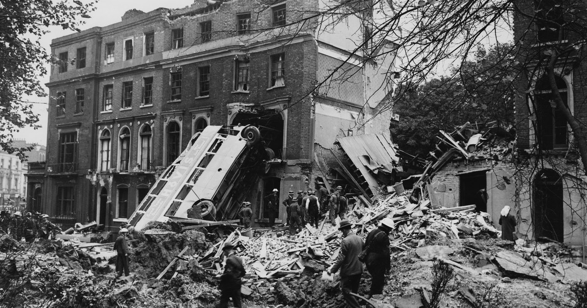 6 eye-opening images of the aftermath of the london blitz