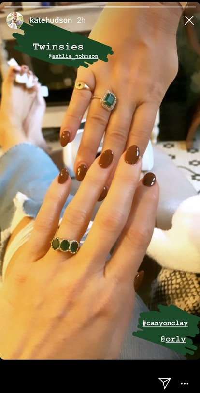 Hudson's gorgeous nails have a clay-colored tone.
