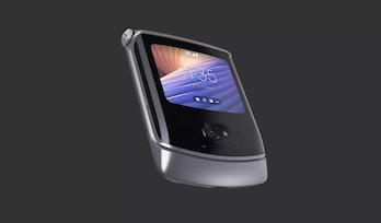 A photo of the Motorola Razr closed.