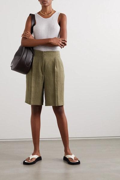 Bermuda pleated linen shorts