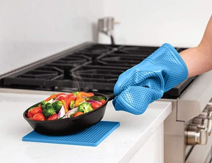 Gorilla Grip Silicone Oven Mitts and Pot Holders (4-Pieces)