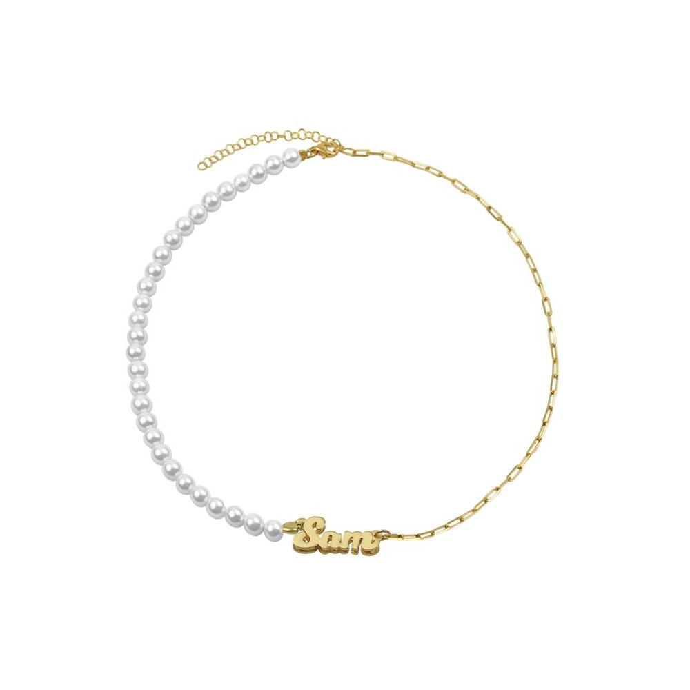 THE PEARL REDA NAMEPLATE NECKLACE