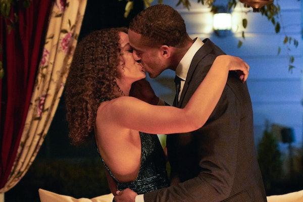 The Bachelor's Matt James Kissing With His Eyes Open Memes