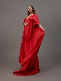 Pregnant Mandy Moore poses in a red Oscar de la Renta dress.