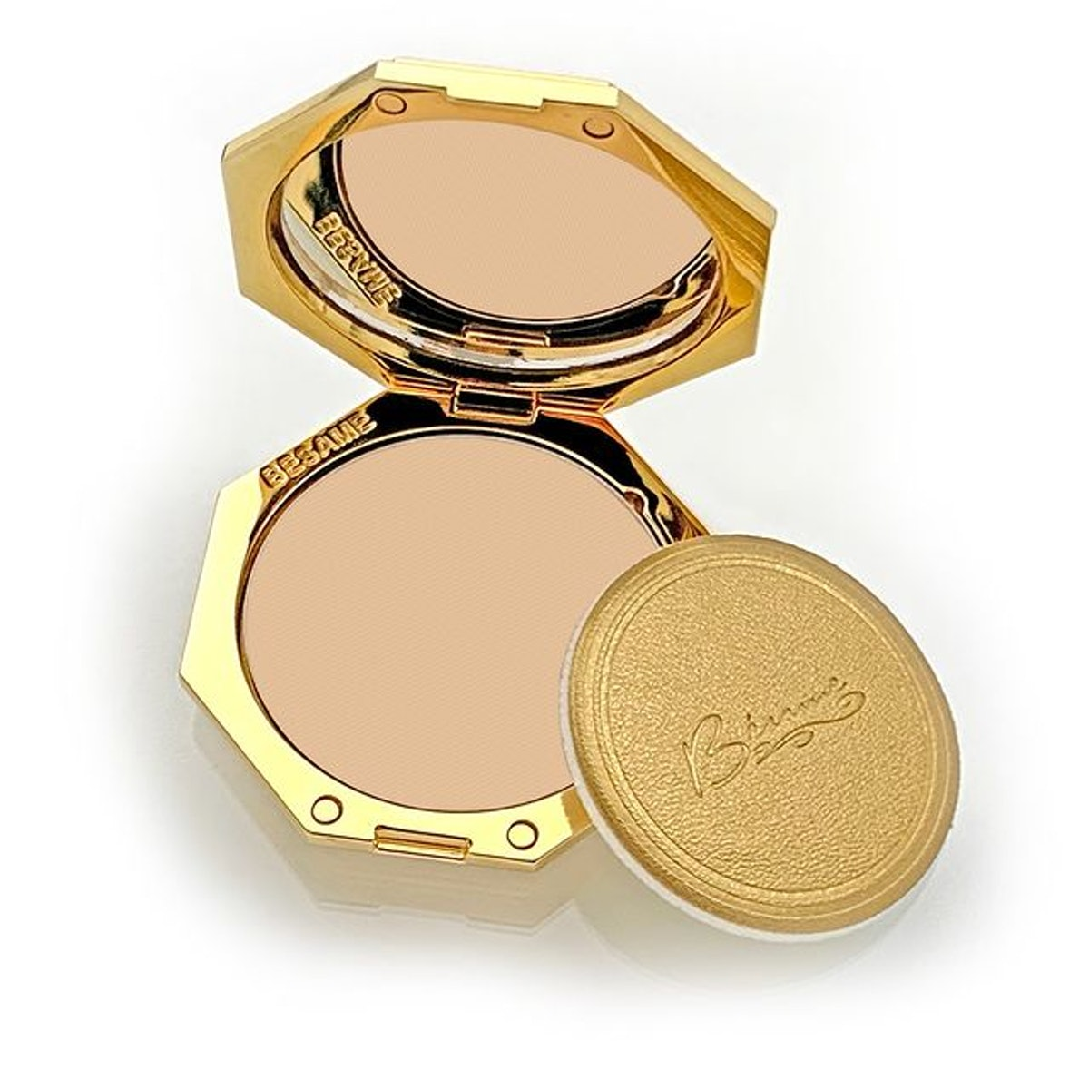 Refillable Pressed Powder Housed In a Vintage-Inspired Compact