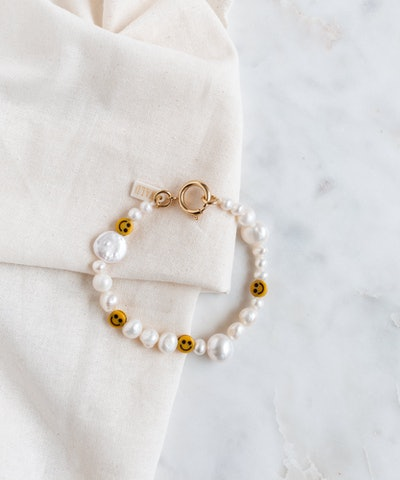 Smilie Dude Pearl Bracelet