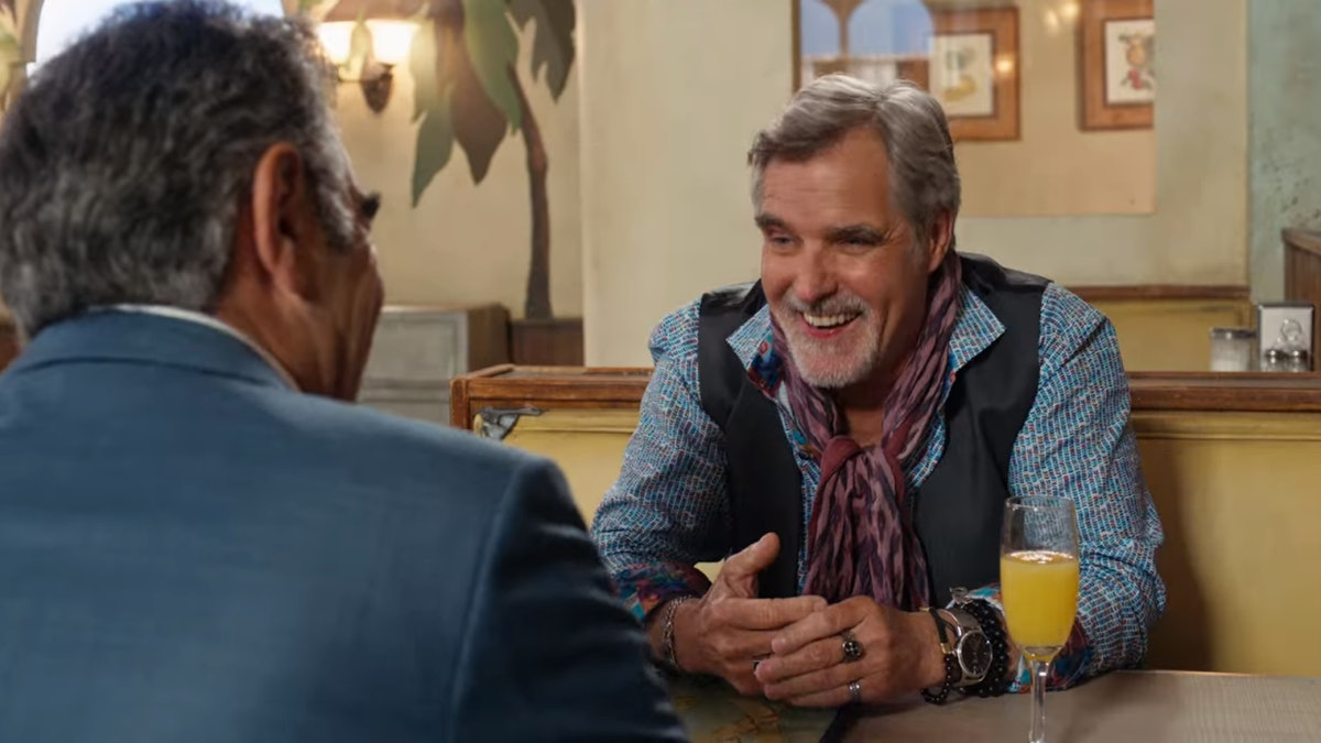 Artie and Johnny from 'Schitt's Creek' laugh and chat in the cafe.