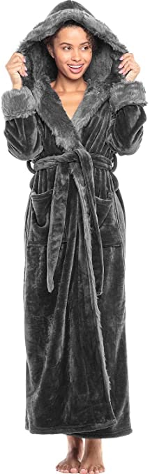 Sanctuarie Designs Plus Size Soft /& Silky Velvet Robe with Attached Belt