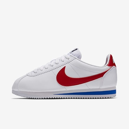 Esquivo Difuminar accidente  How 5 Celebrities Wear Nike Cortez Sneakers So Differently
