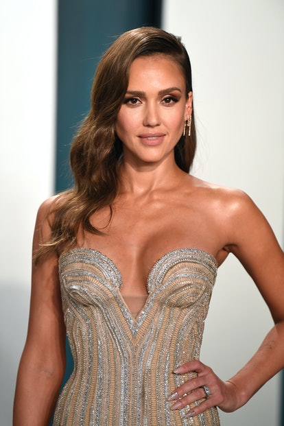 Jessica Alba is shown wearing brown makeup tones, which is a major nod to the '90s.