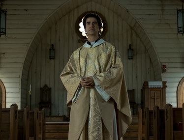 Hamish Linklater as the priest in Netflix series Midnight Mass.