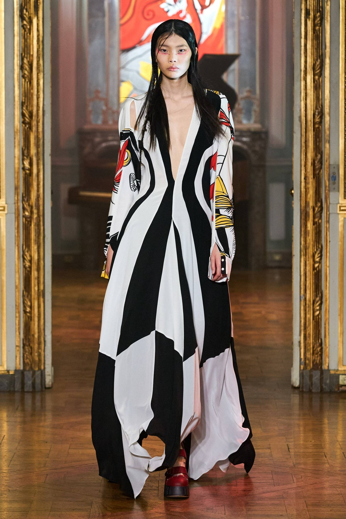 model in black and white rochas look spring 2022