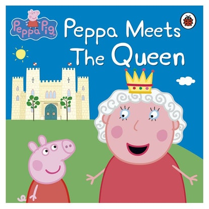 """the cover of """"Peppa Meets The Queen"""", featuring Peppa {i and the Queen of England"""