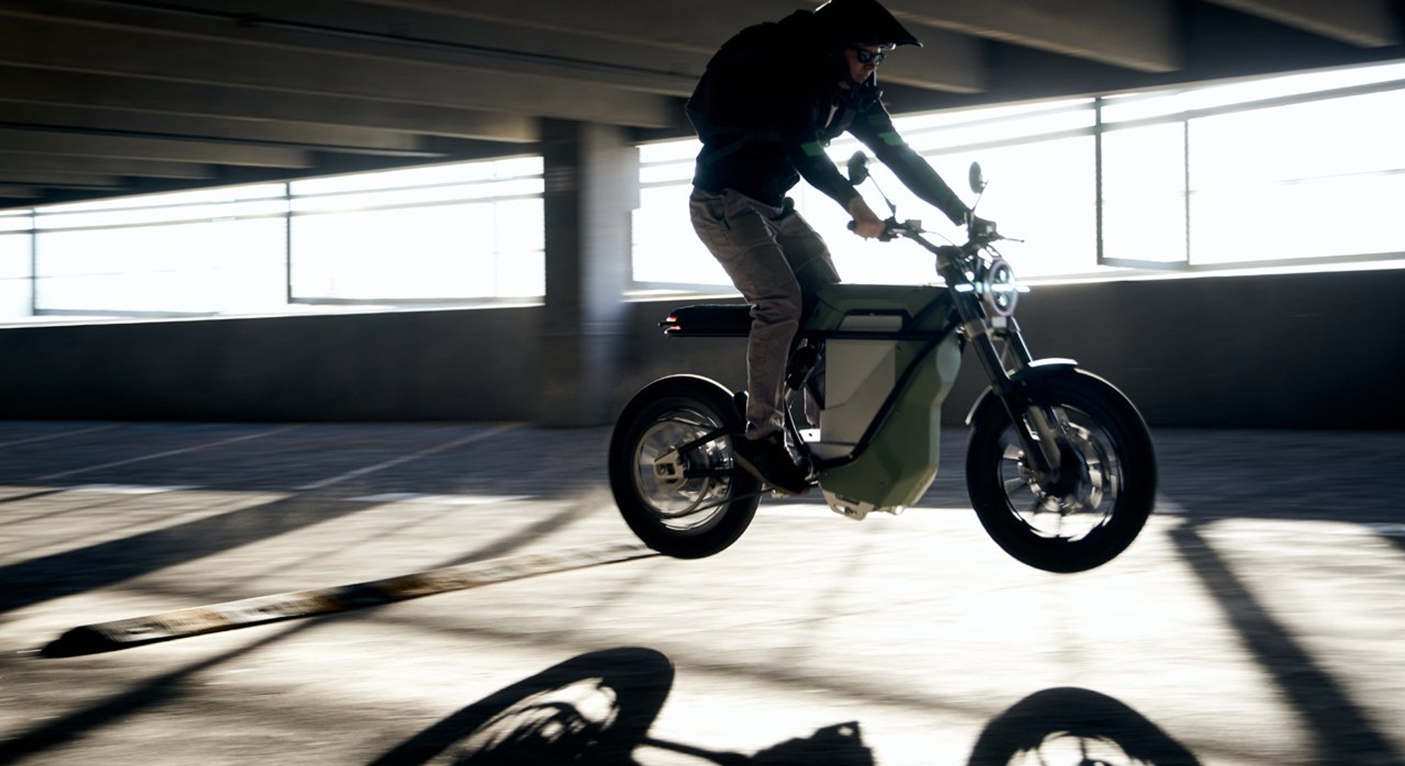 An electric bike and motorcycle hybrid with swappable battery from Land Energy. E-bike. E-motorcycle...