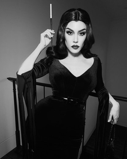 Kourtney Kardashian Vampira Halloween costume
