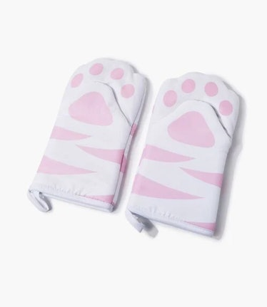 These cat oven mitts are part of Forever21's Home store launch collection.