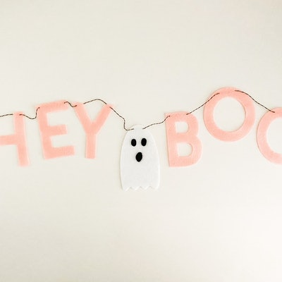 Hey Boo Felt Halloween sign with lettering and ghost