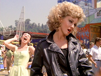 Make Sandy from Grease your perfect Halloween costume for your curly hair