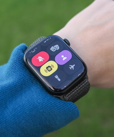 Buttons are larger and easier to tap on Apple Watch Series 7.