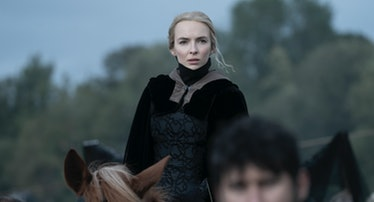 the actress Jodie Comer dressed in renaissance garb on the back of a horse
