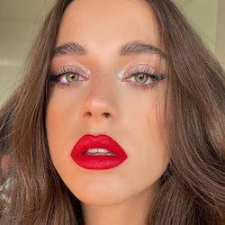 model wearing eyelighter makeup