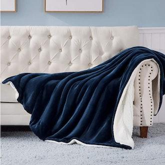 Bedsure Sherpa Fleece Throw Blanket