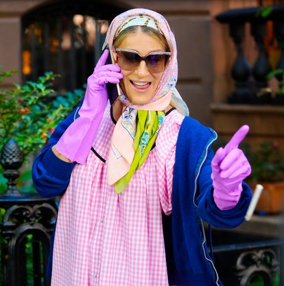 Carrie Bradshaw pointing