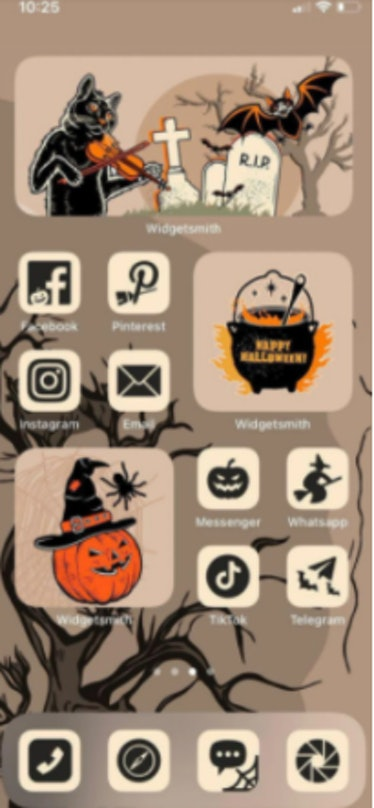 These new Halloween iOS Home Screen iPhone ideas include a spooky vintage look.