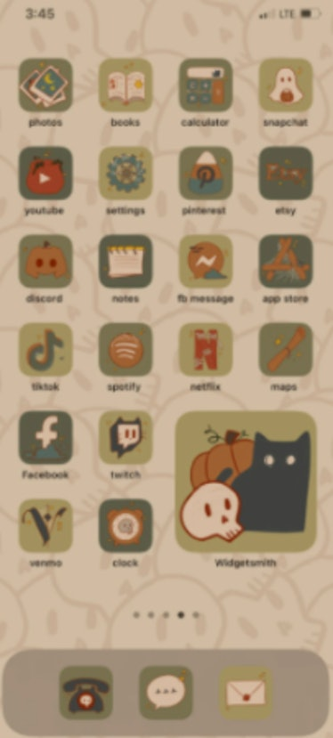 These new Halloween iOS Home Screen iPhone ideas are the perfect way to spook-up your phone.