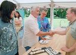 Jurgen gets a Hollywood Handshake on The Great British Baking Show Season 12