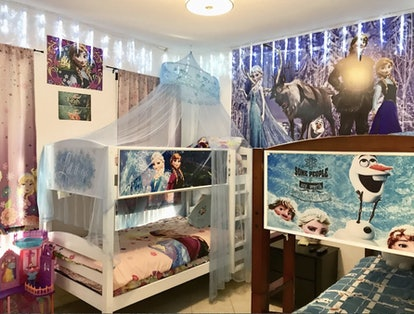 a VRBO near Disney World with bunk beds in a Frozen theme