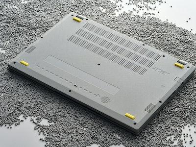 Acer Aspire Vero with yellow specks