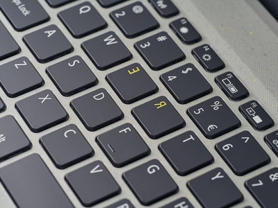 Acer Aspire Vero yellow R and E keycaps for review, rethink, recycle, and reduce.