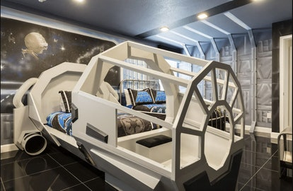 a VRBO in Central Florida with a Star Wars ship bed
